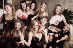 Forførende optræden af en Burlesque gruppe